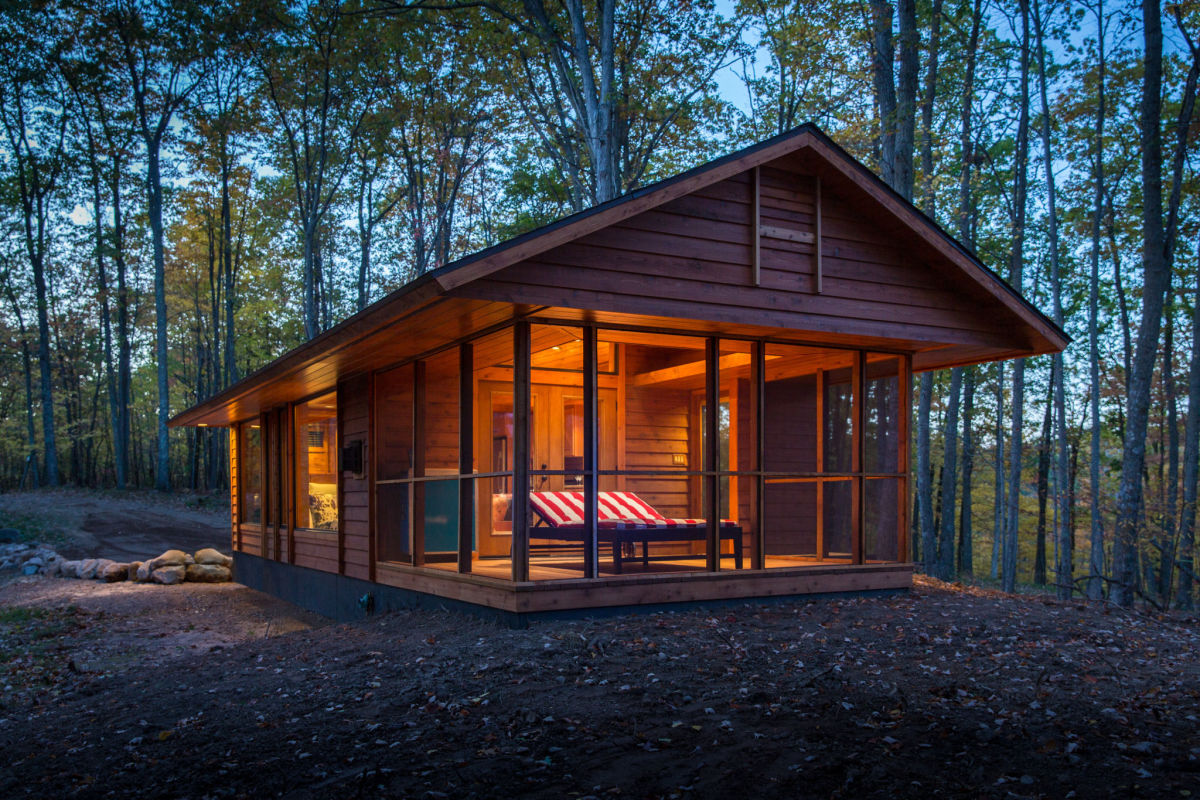 From tiny homes to charming cabins canadian off the grid for Small cabins and cottages
